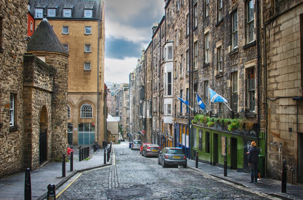 If you only have 24 hours in Edinburgh then getting up early to explore the streets while it's quiet is a brilliant idea.